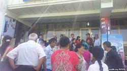В Узбекистане получатели денежных переводов из-за границы часами ждут около отделений