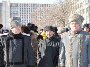 В городах Украины на защиту админзданий становятся  байкеры клуба «Ночные волки» и казаки