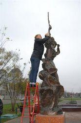 В городах Украины памятники - за евроинтеграцию
