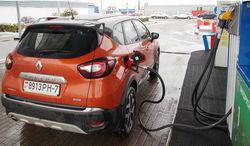 Заливать топливо на АЗС нужно внимательно