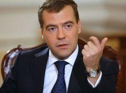 Российский премьер Медведев прилетел в Крым