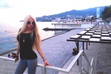 """Одесская """"Барби"""" откликнулась на призыв Путина и заполнила собой пляжи Крыма"""