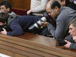 Регионалы в Раде хотят отгородиться от СМИ, пока защитными стеклами