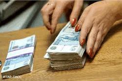 Россияне в панике забирают деньги из банков