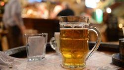 Число россиян, снимающих стресс алкоголем, уменьшается – опрос