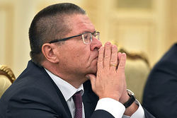 Улюкаев назвал торговлю и строительство самыми уязвимыми отраслями в кризис