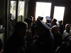 Митингующие заняли здание обладминистрации во Львове