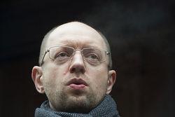 Ради кредита МВФ Яценюк отменил поездку в Гаагу