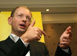 Яценюк улетел в Брюссель, получив полномочия подписать СА с ЕС