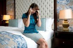 Разговоры по мобильнику на ночь провоцируют бессонницу и головную боль