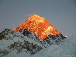 Эверест просел из-за землетрясений в Непале