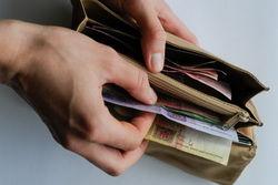 Украинцев ждет рост не только минимальной зарплаты, но и налогов со штрафами