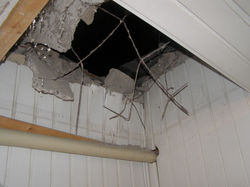 В Ровно неизвестные обстреляли здание патрульной полиции из гранатомета