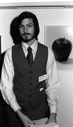 В США участники телешоу обнаружили «временную капсулу» с вещами Стива Джобса