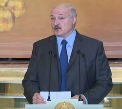 Лукашенко заявил об угрозе от России: нужно продержаться 2 года
