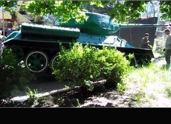 В Антраците террористы угнали памятник Т-34