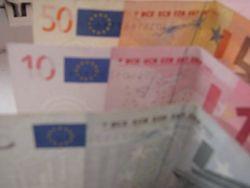 Курс доллара к евро на Форекс продолжает рост на фоне сокращения кредитования в Еврозоне