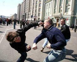 В Алма-Ате казахи заступились за украинца перед угрозой россиян