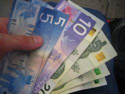 Доллар США упал по отношению к канадцу