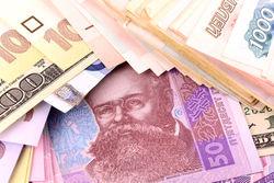 Гривна к доллару просела на закрытии торгов