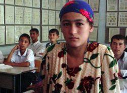 Этнические узбеки хотят обучать детей на таджикском языке