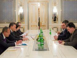 Янукович предложил Яценюку сменить Азарова, а Кличко стать вице-премьером