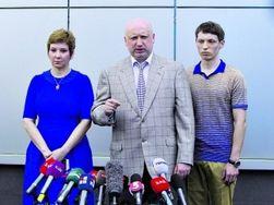 Сын Турчинова получил повестку из военкомата и служить не отказывается
