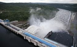 Бурейская ГЭС прекратила холостые сбросы воды, но пока это не помогает