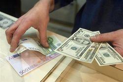 Евро снижается против курса доллара на 0,09% после сильных данных ВВП в США