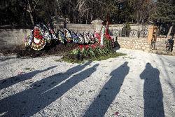 На могиле в Севастополе появилась табличка с именем Януковича-младшего