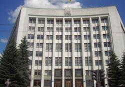 Тернопольская прокуратура завела дело на депутата, сорвавшего вывеску ОГА