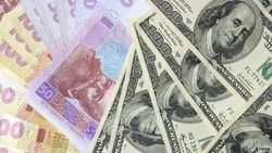 Курс доллара вырос против гривны на 0,79% на Форекс: украинцы активно покупают доллары