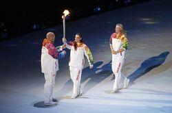 Ирина Роднина и Владислав Третьяк зажгли огонь XXII зимней Олимпиады