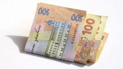 Украинцев заставляют платить за официально бесплатные услуги госструктур