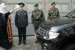 Филарет освятил и передал военным Одесского региона авто и снаряжение