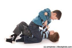 Школьные драчуны с возрастом испытывают проблемы со здоровьем и карьерой