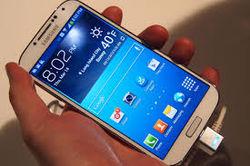 Суровый краш-тест GALAXY S5: смартфон выдержал удары и наезды
