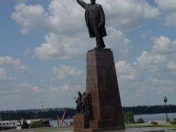Памятники Ленину в Украине восстановят коммунисты России