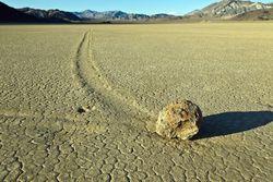 Ученые разгадали тайну перемещающихся камней из Долины Смерти