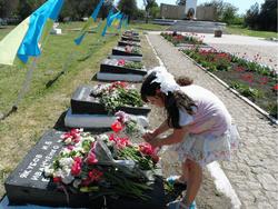 Как чиновники объясняют скандал с мемориальными плитами на Николаевщине - журналисты