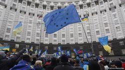 Чтобы избежать дефолта, Украине нужен Кабмин технократов, а не политиков