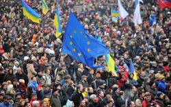 В Западной Украине запрещают деятельность Компартии и Партии регионов