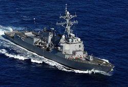 Эсминец США обстрелял иранские военные катера