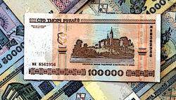 Курс белорусского рубля достиг 9 тыс. за доллар: есть ли узроза дефолта - трейдеры