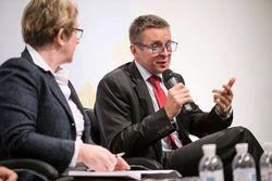 Нужно ли менять законы Украины о гражданстве под словака Ивана Миклоша