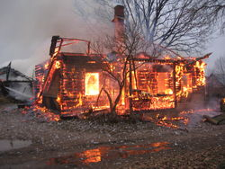 """""""Дом-2"""" довел до пожара: россиянка увлеклась шоу, и не заметила как сгорел дом"""