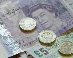 Фунт торгуется с понижением к курсу доллара на 0,7% после публикации протоколов Банка Англии