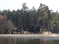 От шикарной резиденции Медведчука осталось обугленное дерево