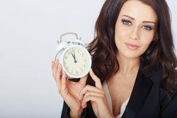 Украинцам перед выборами напоминают: переведите часы на зимнее время