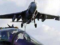 Самолет в полете потерял дверь, которая чудом никого не убила на земле